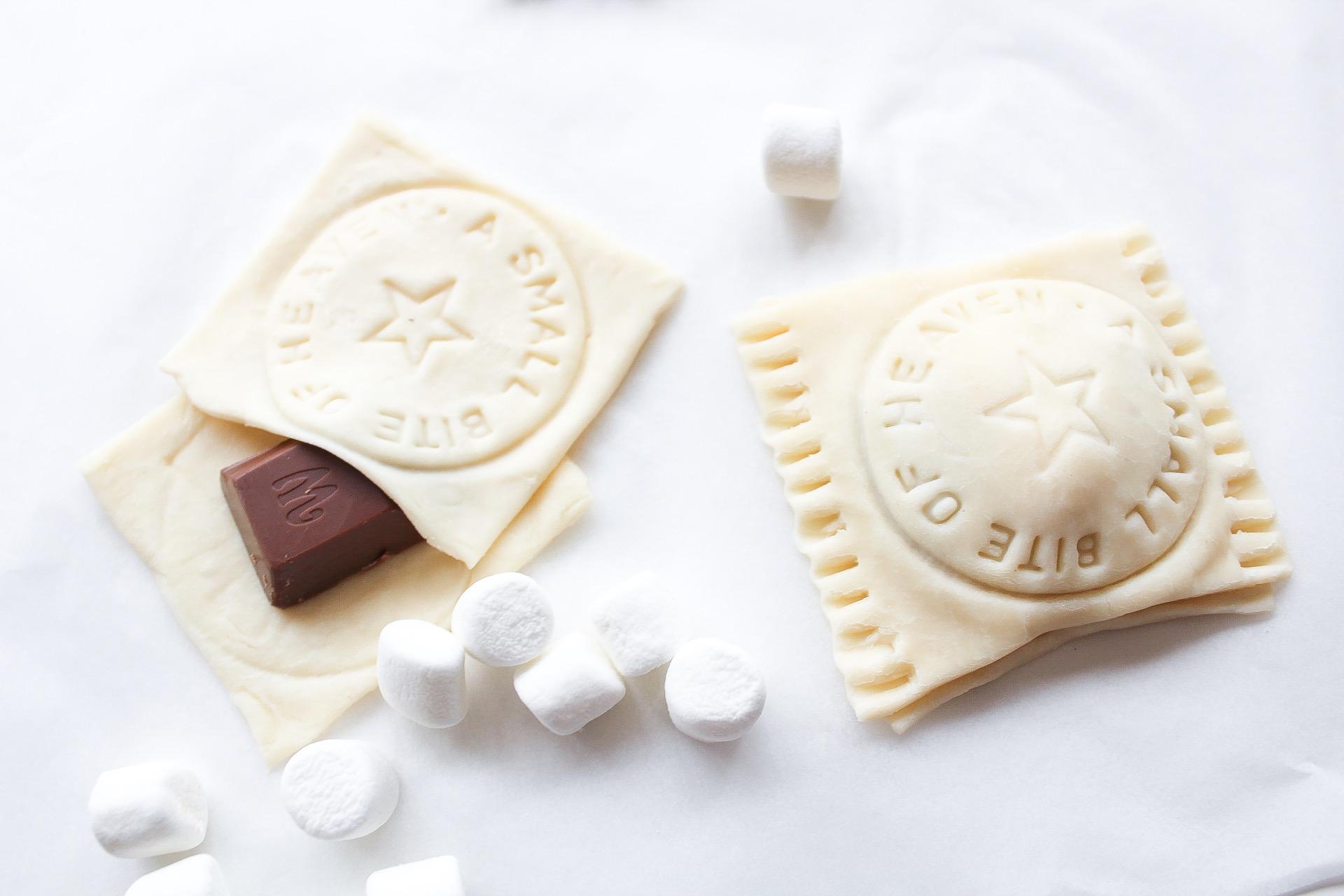 Marshmallow och choklad i smördegspaket…