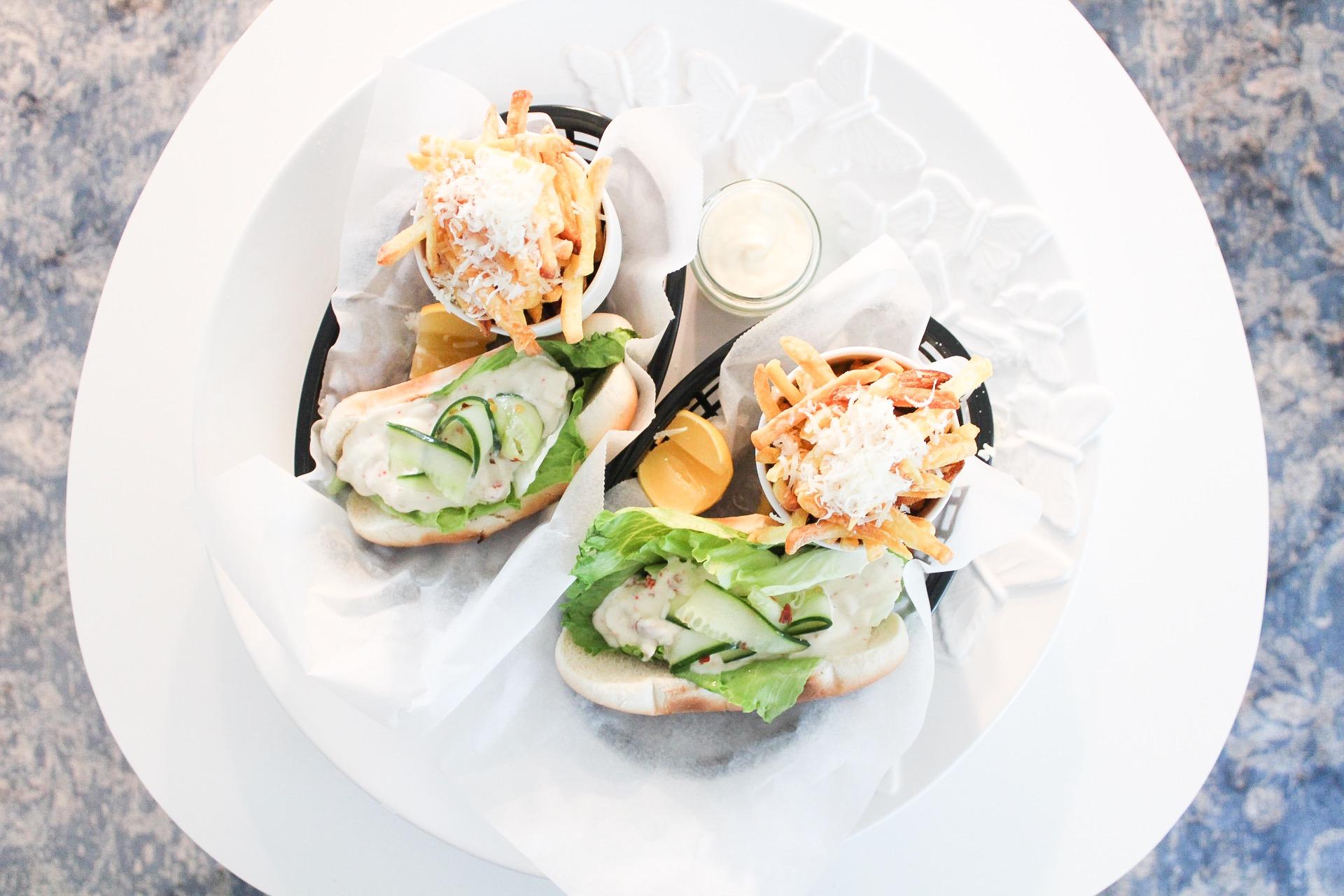 Lobster roll med parmesan- och tryffelpommes