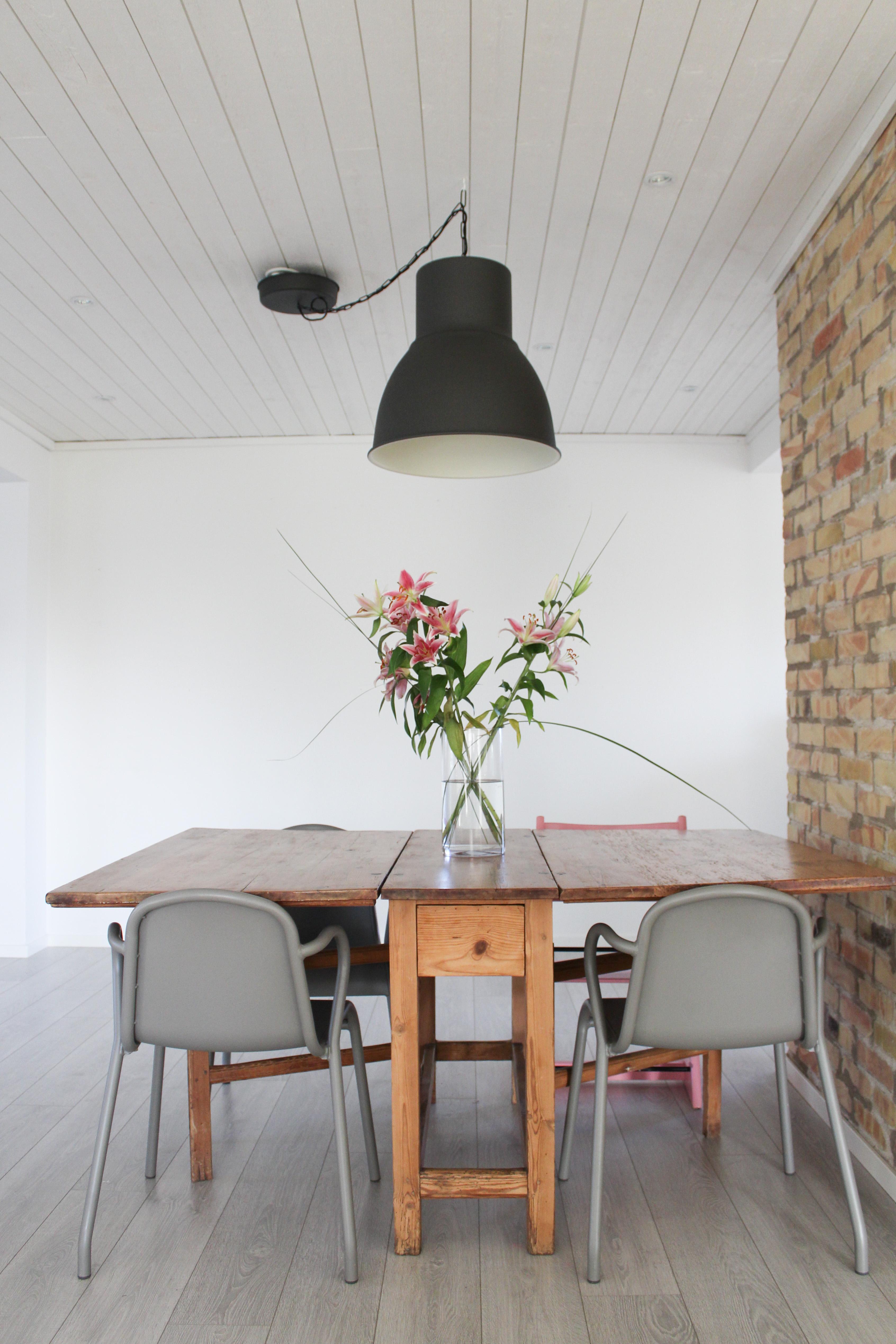 Matplatstankar och en längt efter ljus
